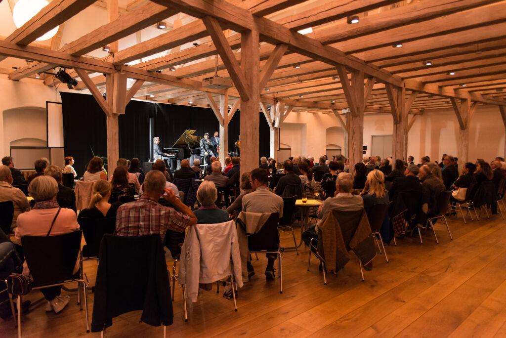 Wittelsbacher Schloss, Großer Saal, Ron Williams & Jörg Seidel Trio 2019, Foto: Michael Kohlhaas