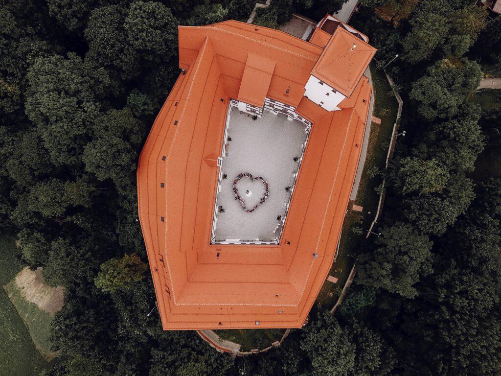 Wittelsbacher Schloss Friedberg, Drohnenaufnahme Hochzeitsfeier, Foto: Erciyas Photodesign
